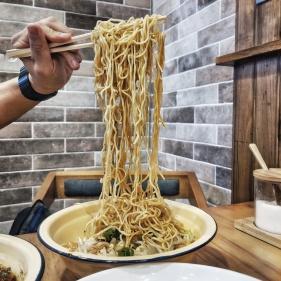 Dry flour noodles
